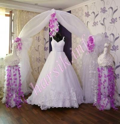 N11 - Վաճառքը 160.000, վարձույթը՝ 80.000, գույնը` սպիտակ, չափսը` 36-38: Կարվել է Բելգիայում: Վարձույթի դեպքում զգեստների հետ տրամադրում ենք նաև օղակ, քող, թիկնոց, ձեռնոցներ, թագ, մատանիների բարձիկ, զամբյուղներ, իսկ գնելու դեպքում, դրանք նույնպես կարող են վաճառվել: Մնացած պարագաների (տարոսիկներ և այլն) հարցում ընդունում ենք պատվերներ ցանկացաց տեսակի: