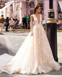 Wedding dress 671315368