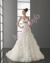 Wedding dress 476840237