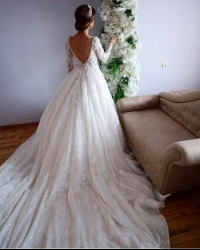 Wedding dress 48046303