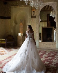 Wedding dress 746883518