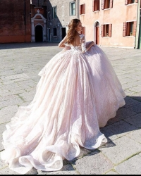 Wedding dress 674635761